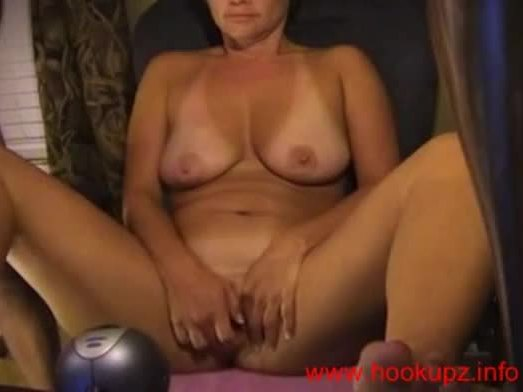 Mature amateur fucking herself with her toy